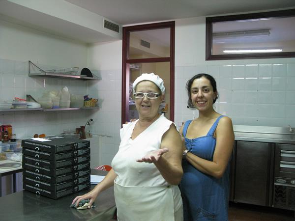 Candela y Gloria en el obrador